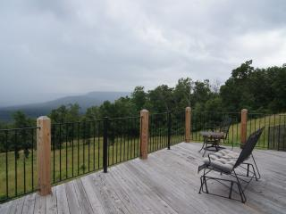 Pilot Knob Retreat - Your home in the Ozarks! Seclusion! Breathtaking Views!