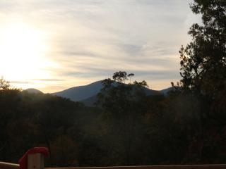 New CABIN with VIEWS in Lake Lure
