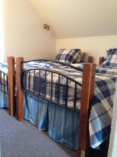 Bedroom #3 with two twin beds
