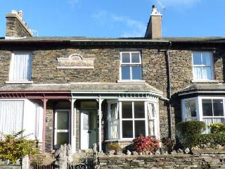 FAIROAK, en-suite, WiFi, off road parking, close to lake in Windermere, Ref 17471