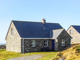LACKAGHMORE COTTAGE, open fire, pets welcome, 1 mile from the beach, near