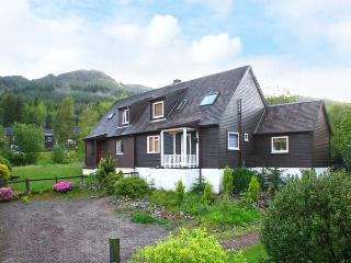 LOCH DUICH COTTAGE, beautiful views, woodburner, wonderful walking area in Ratagan near Dornie, Ref. 917766