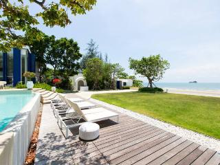 1 BR Hua Hin Beach front: dream holidays apartment