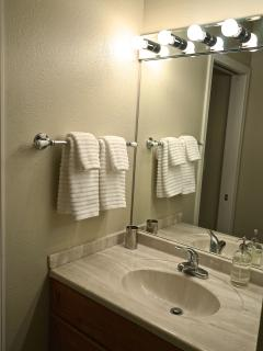 Full bath with premium quality towels