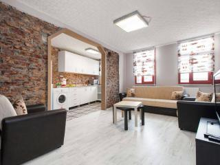 PeraAyata Apartment- Flat#2-Close to Taksim, Istambul
