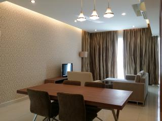 Fully furnished luxury condo with full facilities & twin towers view