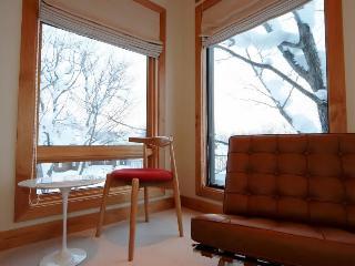 Zekkei, 6BR Luxury Alpine Chalet in Hirafu, Epic Yotei Views, Kids Room