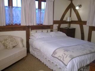 GROUND FLOOR KING SIZE BEDROOM WITH SLIPPER BATH EN SUITE