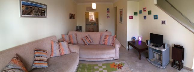 Flatscreen TV/DVD, comfy sofas; dining area in this bright, spacious lounge!