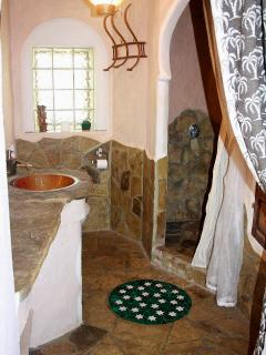 En-suite bathroom in Moorish style