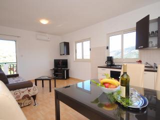 New & modern family apartment for 6 in Vinisce