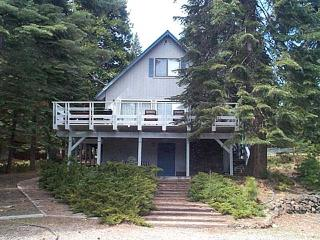 Country Club Cabin with a Peek of the Lake!, Lake Almanor Peninsula
