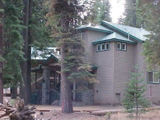 Country Club Home, Walking Distance to Recreation Area 1, Lake Almanor Peninsula