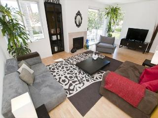 2 Bedroom Clark by Robertson Apartment near Beverly Hills