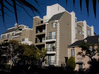 Modern 1 Bedroom plus Loft Apartment in Miracle Mile close to Beverly Hills, West Hollywood