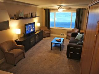 The Beachelor Pad - Condo with Wi-Fi, Roku, Pool!