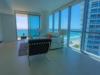 NEW! Deluxe beachfront suite! FREE wifi+parking, Miami Beach