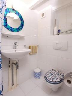 Bathroom shower - Down floor