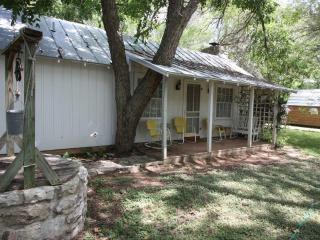 Carolyn's Cottage, Fredericksburg