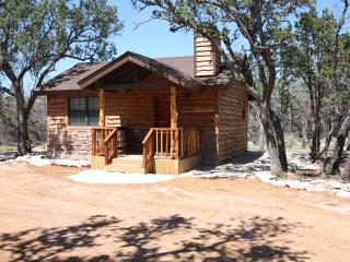 Cedar Bliss Cabin Country Property with Wildlife, Fredericksburg
