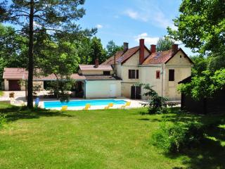 Maison de Maître restaurée du 17 ème avec piscine, Dijon