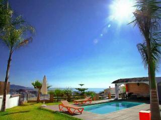 villa paraiso 5 dormitorios y 5 banos  con piscina y spa