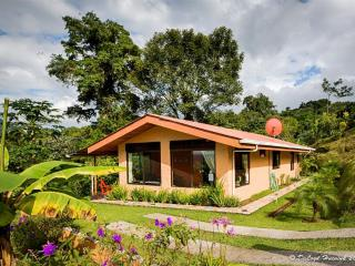 Romantic Lake Arenal Cottage with Fantastic Views of Lake & Volcano, Sleeps  7, El Castillo