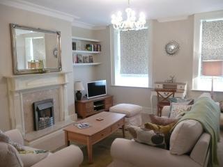 Flora's Corner Apartment, Bath