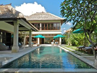 5 Bedrooms - Villa Intan - Central Seminyak