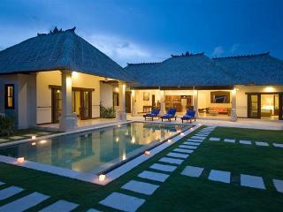 4 Bedrooms - Villa Ke Bali - Central Seminyak
