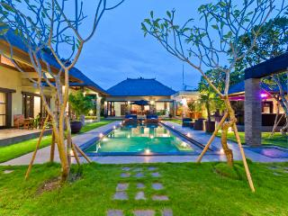 5 Bedroom - Villa Mahkota - Central Seminyak