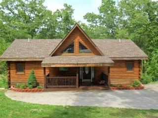 All Wood 4 bedroom Log Cabin, hot tub, fp, wifi, Ridgedale