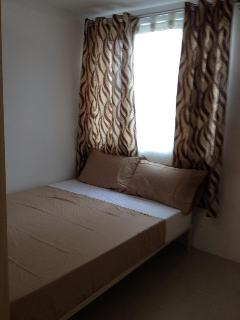 Bedroom good for 2 guests. The room can still accommodate 1 extra single mattress for kids