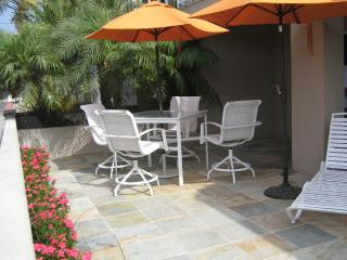 15% OFF Sept BeachView 30 Seconds to Beach/Dining!  Patio/Bikes/Large Patio GEM!