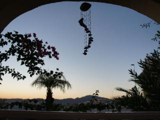 Puesta del sol, Family villa, sleeps 6, private pool, A/C ,WiFi, Golf, Beach.