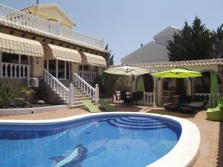 Casa Barclay Villa,8 people,pool, AC, WiFi,Golf., Region of Murcia