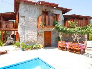Kayaköy'de iki farklı giriş ile taş villa, Fethiye