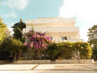 Mimi 5 - Apartment for 4 (2+2) with aircondition, Wi-fi, 30m away from the, Pag