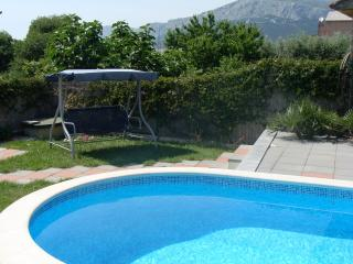 5 bedroom house with private pool near Split.