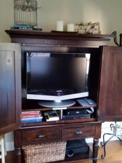 LCD HD TV, Cable, BluRay DVD and surround sound systems in living room