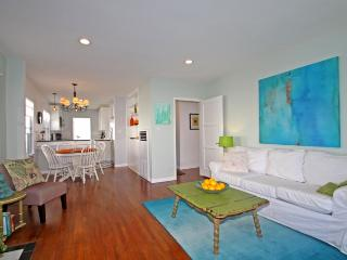 Chic 3 BDR Remodeled House, near Beach, LAX, LMU, Los Angeles