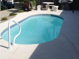 3 BDRM - POOL - 1 MIN WALK TO BEACH - DOCK -DAILY SUNSETS - JAN. 14-21 $1,895 WK, Key Colony Beach