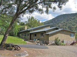 Exclusive, Private, Luxurious 4 Bdrm near Sequoia, Three Rivers