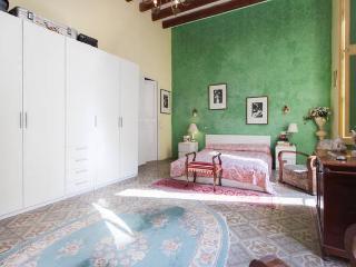 Mansion de Gaudi,cerca de las mejores playas