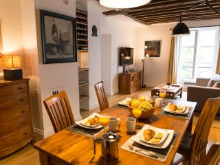 Marais Tradition - Rustic Central Marais 1 bedroom Apartment, Paris