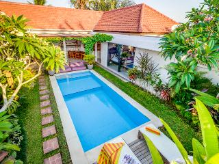 Cozy 3 Bedroom Villa located Heart of Seminyak and Close to Restaurant and Shop