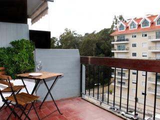 Monte Estoril Lowcost Sunny Studio Near the Beach