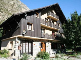Catered or Self-catered chalet close to Les Deux Alpes gondola and Alpe d'Huez