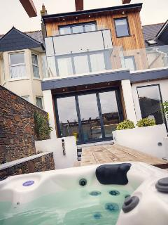 Hot tub in the private garden