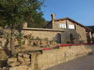 Acero, pleasing hilly cottage among olive grove